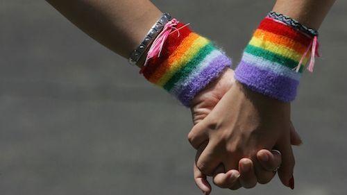 إطلاق عريضة دولية للمطالبة بإيقاف متابعة مثليتين تبادلتا القبل بمراكش