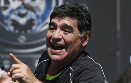 وفاة أسطورة كرة القدم الأرجنتيني دييغو مارادونا عن 60 عاما