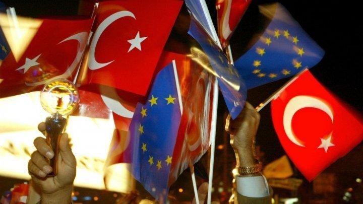 البرلمان الأوروبي يطلب تجميد مفاوضات انضمام تركيا إلى الاتحاد