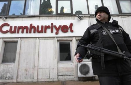 """أردوغان يواصل """"الانتقام"""" من المعارضين… اعتقال صحافيين بارزين في تركيا"""