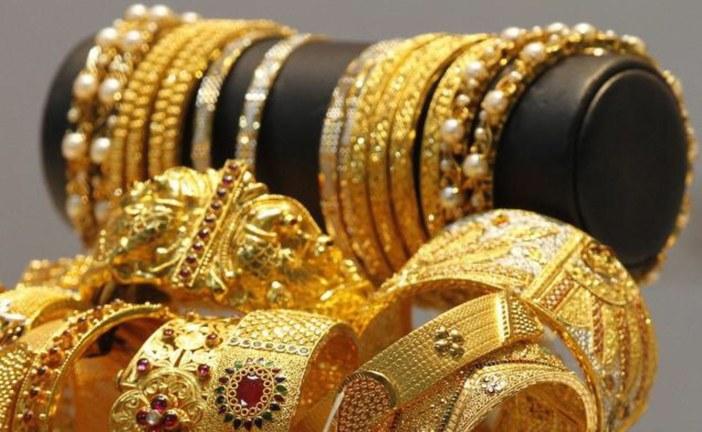 سرقت مجوهرات جارتها لقضاء عطلة.. ولتتبرع لمسجد