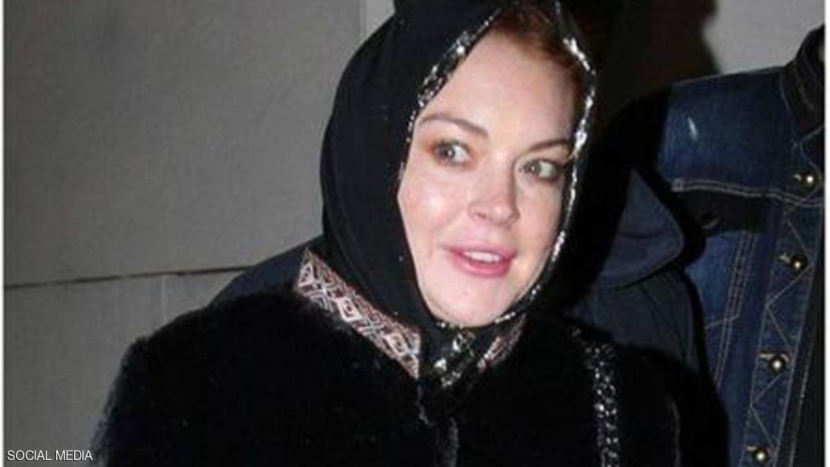 """صور جديدة لليندسي لوهان تدّعم """"اعتناقها الإسلام"""""""