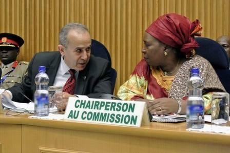 صحيفة مالية تكشف مناورات دولتين لإعاقة عودة المغرب إلى الاتحاد الإفريقي