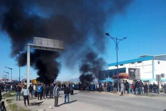 بالفيديو… احتجاجات شعبية تجتاح الجزائر بسبب غلاء المعيشة