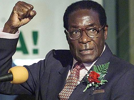 أول ظهور علني للعجوز موغابي منذ استيلاء الجيش على السلطة
