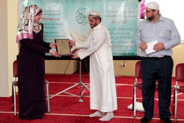 إبعاد مهاجر مغربي عن زوجته بعدما عرض عليها اعتناق الإسلام
