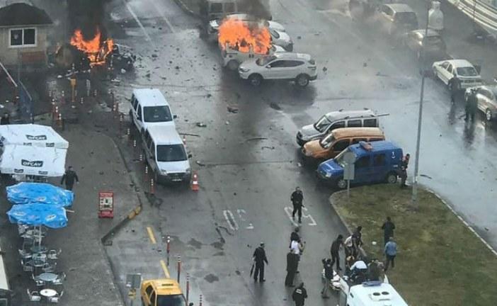 انفجار سيارة مفخخة بالقرب من محكمة في مدينة أزمير التركية
