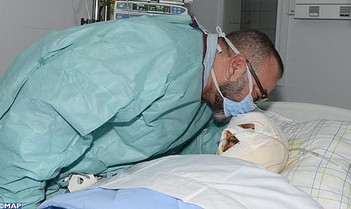 الملك يزور الشخص المصاب في حادثة السير بين مراكش وأكادير