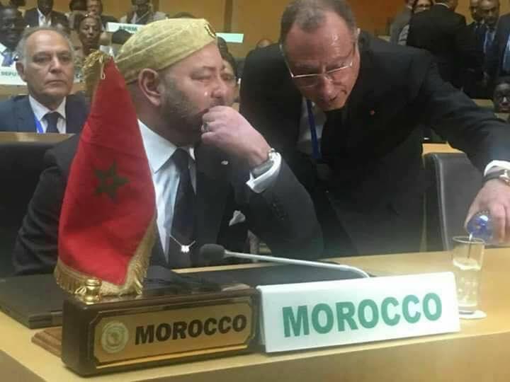 الملك الإنسان يذرف الدموع بعد خطابه داخل مقر الإتحاد الإفريقي