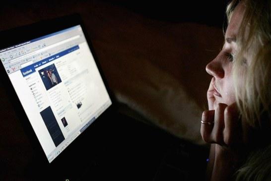 اقتحام مقر شركة بريطانية متهمة باختراق بيانات مستخدمي فيس بوك