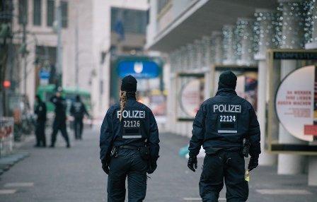 شاب يقتل شرطيين دهسا بسيارته أثناء ملاحقته بألمانيا