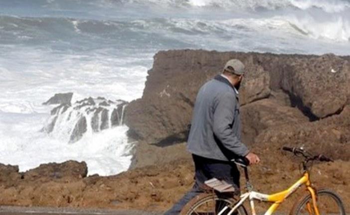 """إنقاذ ستة أشخاص باغتتهم موجة قوية بشاطئ """"فالدور"""" بالهرهورة"""