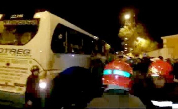 السلطات تنهي احتجاز حافلة بعد تعثر محاولات الحوار بمدينة العيون