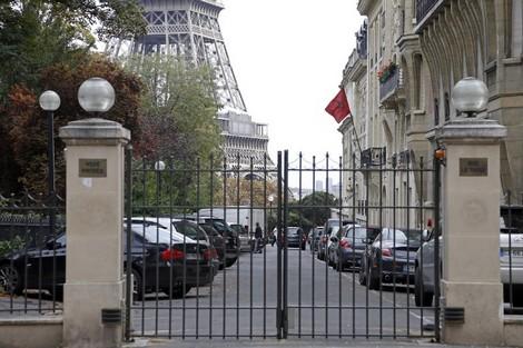 إعفاء مليكة العلوي قنصلة المغرب بأورلي بسبب احتجازها لخادمتها