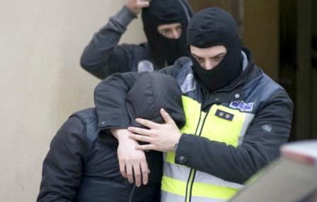توقيف ثلاثة مغاربة بتهمة تمجيد الارهاب والترويج له بإسبانيا