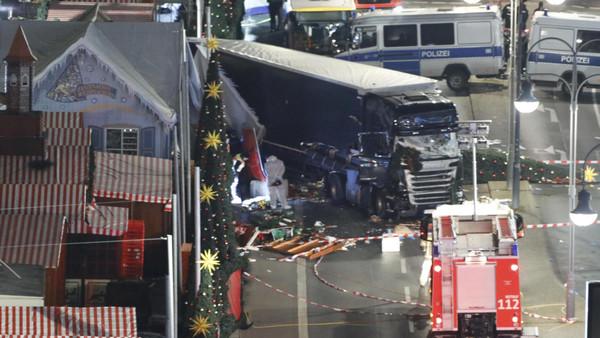 إيطاليا تطرد تونسيا مشتبها في صلته بحادث برلين