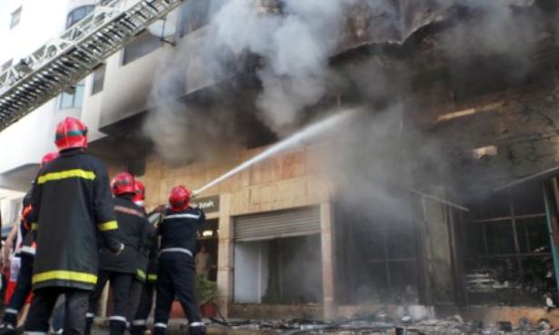 سلا… مقتل عنصر من الوقاية المدنية في حريق مهول بمستودع للخشب