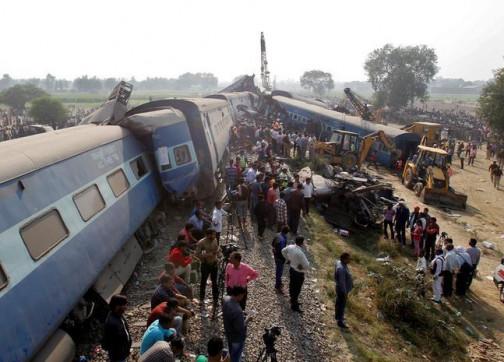 وفاة واصابة العشرات في حادث خروج قطار عن مساره بالهند