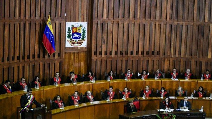 عزلة دولية لفنزويلا واستمرار سقوط القتلى في الاحتجاجات ضد الرئيس مادورو