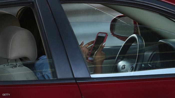 تطبيق يغنيك عن استخدام الهاتف أثناء القيادة