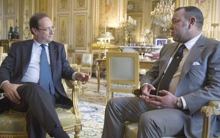 الملك يعزي الرئيس فرانسوا هولاند إثر الهجوم الإرهابي بباريس