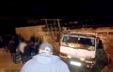 مصرع عاملين بورش للبناء بعد أن دهستهما شاحنة بالمضيق