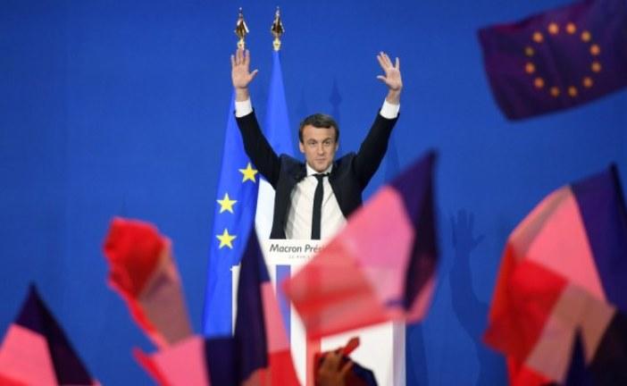 الفلكي المغربي عزيز الخطابي يتوقع تراجع شعبية الرئيس الفرنسي ماكرون