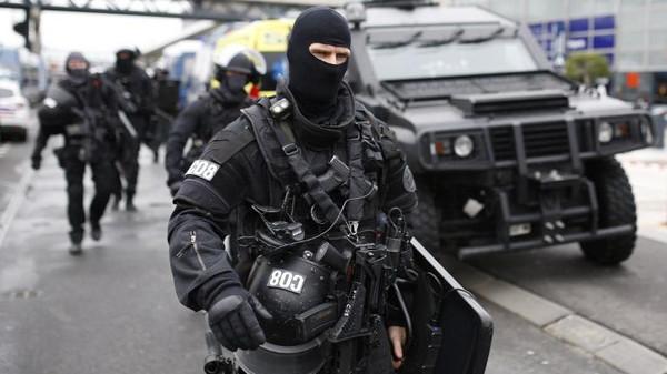إصابة شرطيين فرنسيين فس هجوم نفذه شخص يعتقد أنه متطرف