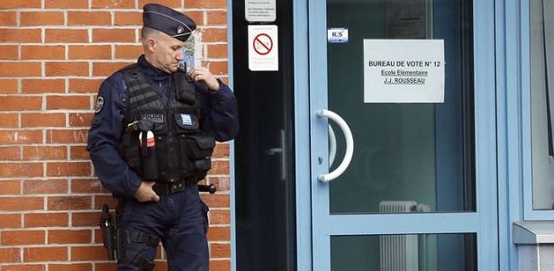 إخلاء مركز اقتراع في شرق فرنسا بسبب سيارة مريبة