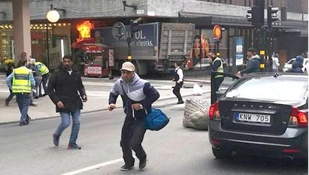 شاحنة تصدم حشدا في العاصمة السويدية ستوكهولم