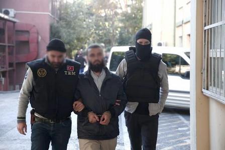 الشرطة التركية توقف متطرفين خططوا لتنفيذ هجوم يوم الاستفتاء