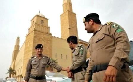 """تفكيك خلية إرهابية حاولت استهداف """"المسجد النبوي"""""""