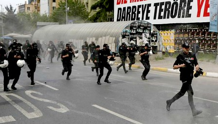 اعتقال العشرات بإسطنبول أثناء احتجاجات فاتح ماي