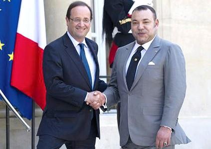 الملك محمد السادس يلتقي الرئيس الفرنسي فرانسوا هولاند بقصر الإيليزيه
