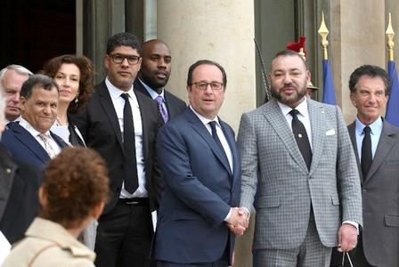 هولاند يهنئ الملك على عودة المغرب للاتحاد الإفريقي