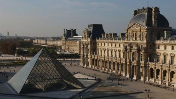 إخلاء ساحة متحف اللوفر في باريس بعد مخاوف أمنية