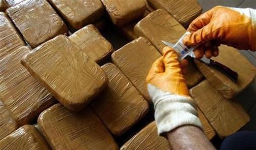 حجز حوالي طن من المخدرات على متن سيارة بالرشيدية