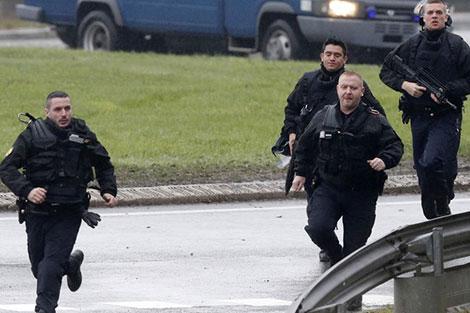 الشرطة الفرنسية تعتقل 141 في أعمال شغب عقب فوز ماكرون
