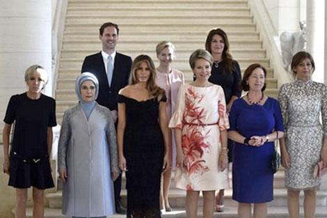"""""""الشريك الجنسي"""" لرئيس وزراء لوكسمبورغ في صورة مع زوجات زعماء الناتو"""
