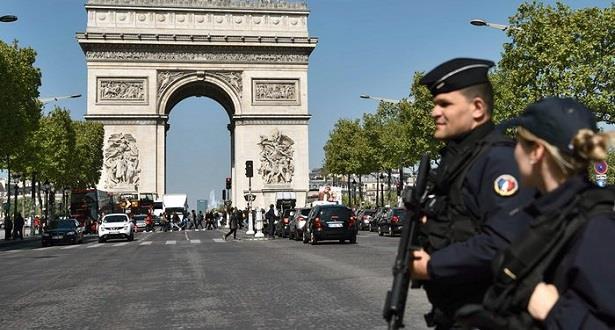 اعتقال شخص على صلة بهجوم جادة الشانزليزيه في باريس