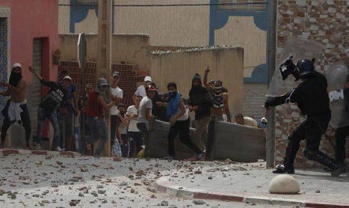 إصابة 39 من أفراد القوات العمومية بجروح بعد رشقها بالحجارة في مدينة الحسيمة
