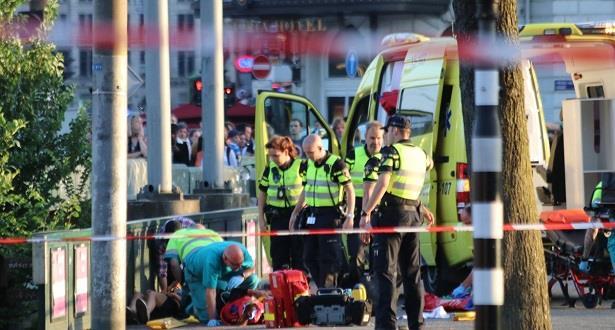 سيارة تصيب اثنين من المارة قرب محطة في أمستردام