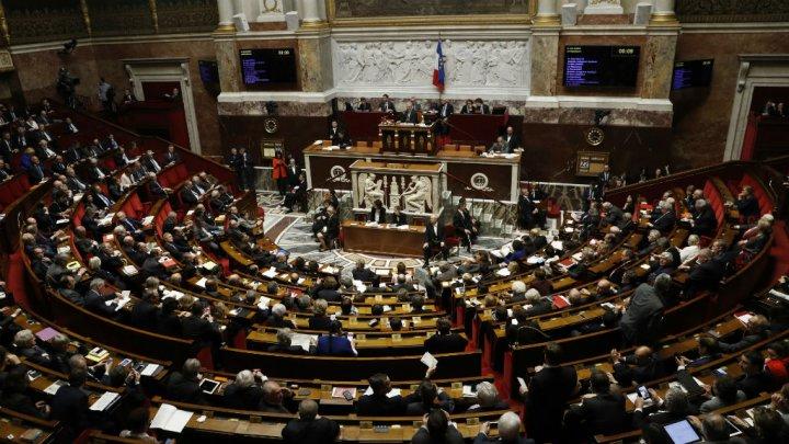 """حركة الرئيس ماكرون """"الجمهورية إلى الأمام"""" تتصدر نتائج الدورة الأولى لتشريعيات فرنسا"""
