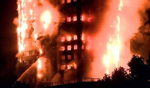 حريق ضخم يلتهم برجا سكنيا في غرب لندن