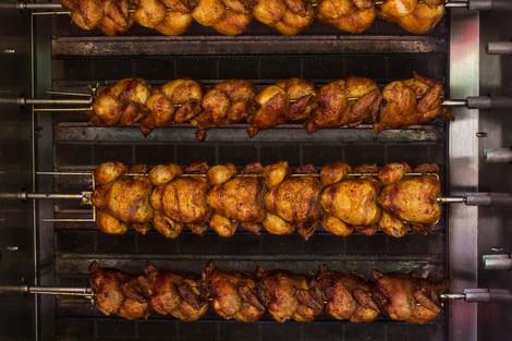 """السلطات الصحية بالبيضاء تتلف كمية من الدجاج الفاسد كانت موجهة نحو باعة """"السندويتشات"""""""