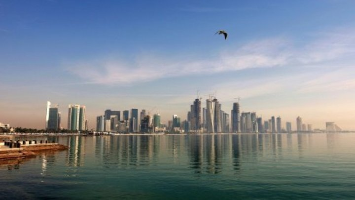 """الإمارات تحظر """"التعاطف"""" مع قطر وتهدد المخالفين بالسجن أو الغرامة المالية"""