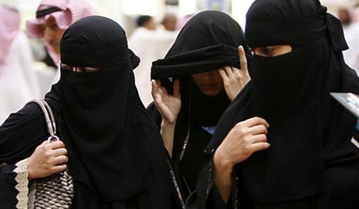 """سفارة المغرب بالرياض تدخل على خط """"إهانة"""" العاملات المغربيات بالسعودية"""