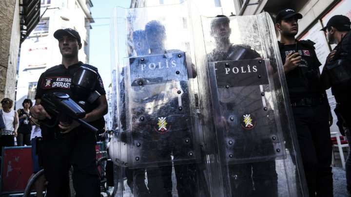 الشرطة التركية تطبق الحظر على مسيرة للمثليين والمتحولين جنسيا
