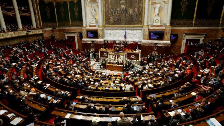 البرلمان الفرنسي يتجه نحو تمديد حالة الطوارئ لستة أشهر إضافية