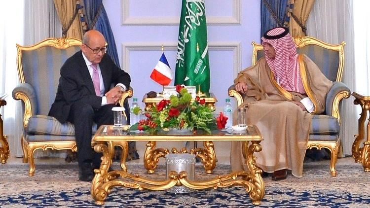 وزير الخارجية الفرنسي يطير إلى جدة لبحث الأزمة القطرية